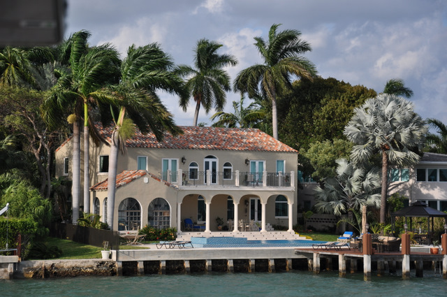 Croisi re pour d couvrir les plus belles villas de miami - Villa de luxe vacances miami j design ...