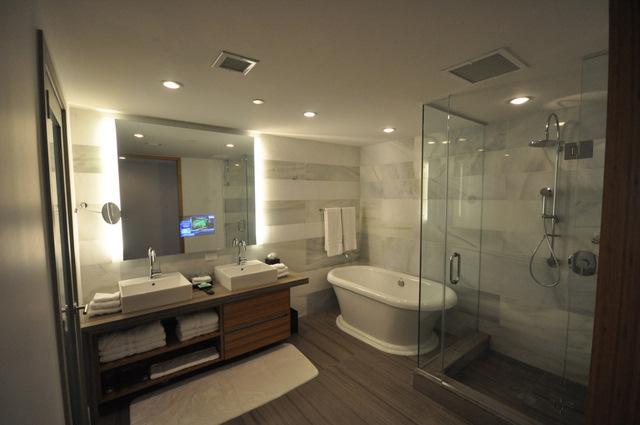 La casa moderna hotel spa la fois design for Salle de bain avec jacuzzi