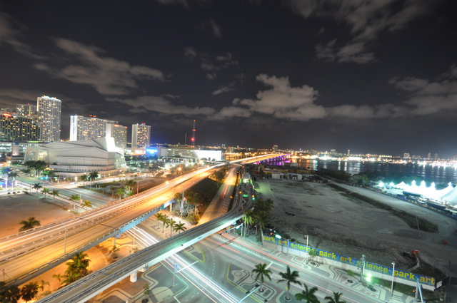 casa moderna hotel & spa vue sur Miami by night de nuit