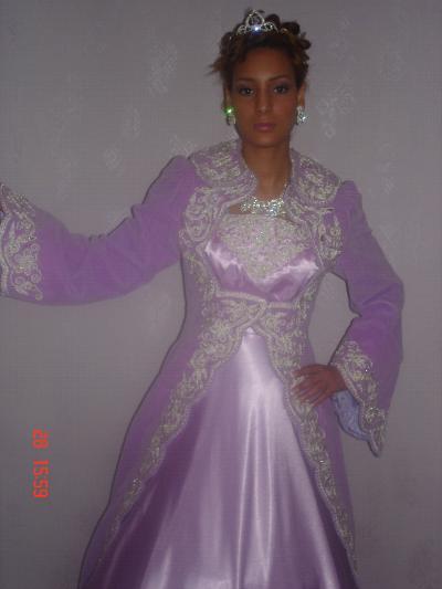 أناقة العروس الجزائرية neggaf32.jpg