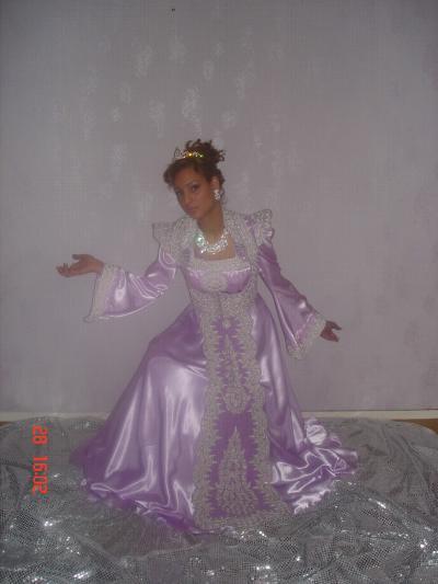 أناقة العروس الجزائرية neggaf34.jpg