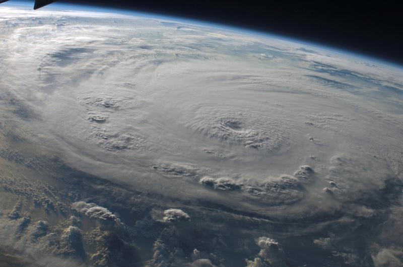 Vue de l'éspace : Hurricaines dans Merveilles de la nature hurric10