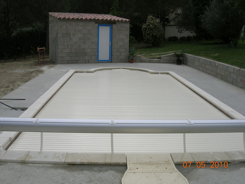 Ma piscine desjoyaux 8 x 4 escalier roman piscines r alisations photo - Volet piscine desjoyaux ...