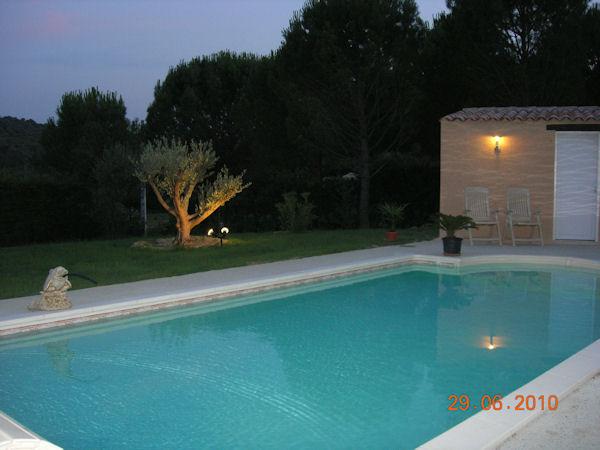 Ma piscine desjoyaux 8 x 4 escalier roman piscines for Tarif piscine coque 8x4