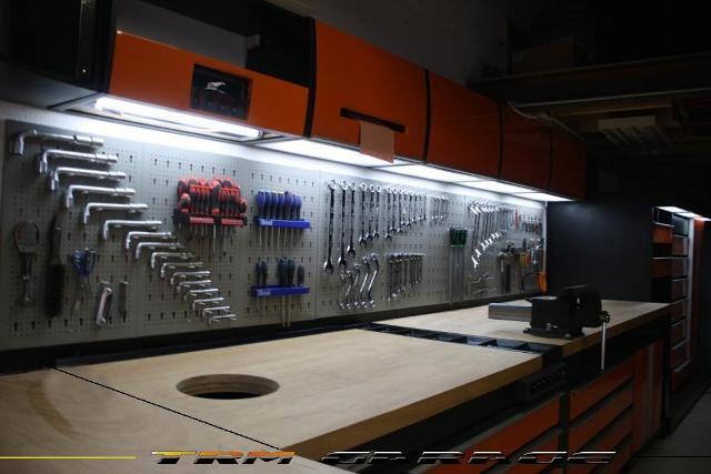 un garage de r ve. Black Bedroom Furniture Sets. Home Design Ideas