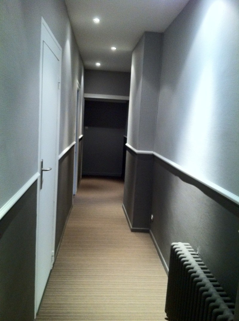 D fi rendre chaleureux un long couloir for Decorer grand mur blanc