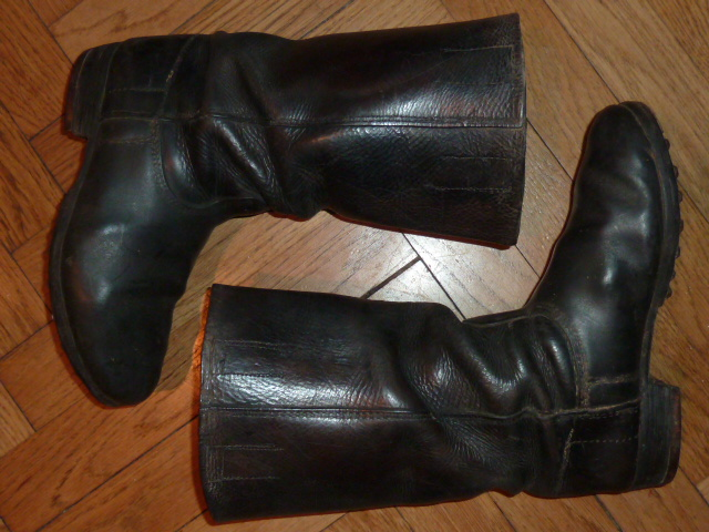 Je vais sûrement devoir vendre ma paire de botte allemande ww1 en TBE pour  leurs âges. Je voudrais donc connaître leurs valeurs pour une futures vente  si je