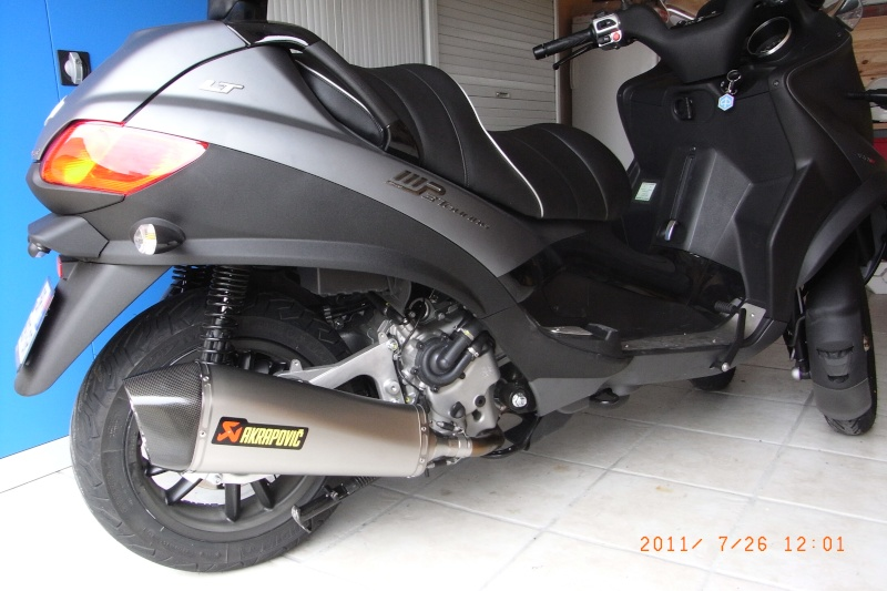 akrapovic piaggio mp3 500 lt id es d 39 image de moto. Black Bedroom Furniture Sets. Home Design Ideas